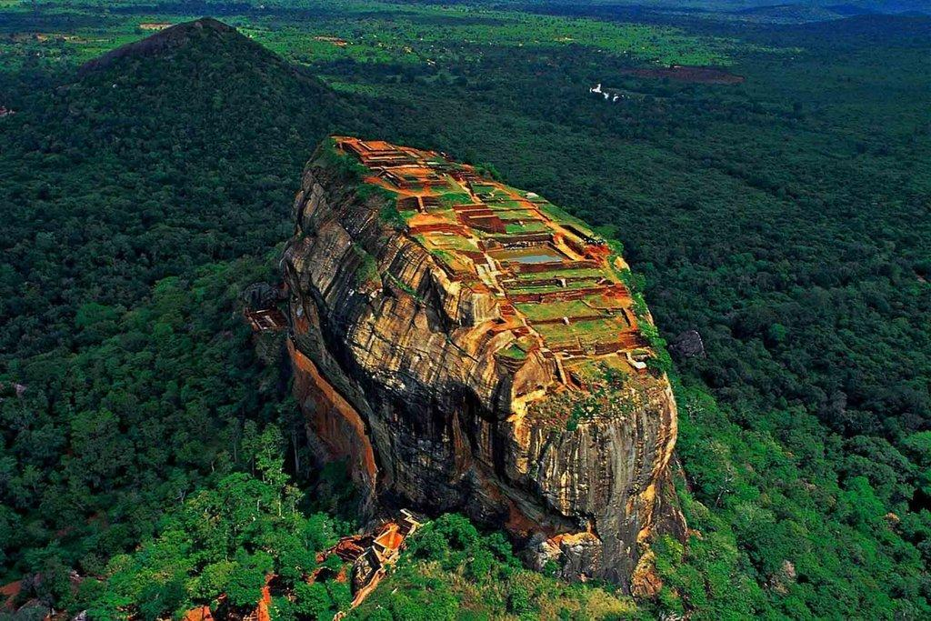 TOP PLACES TO SEE AND THINGS TO DO IN SRI LANKA